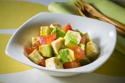 豆腐とチーズの贅沢トマトサラダ